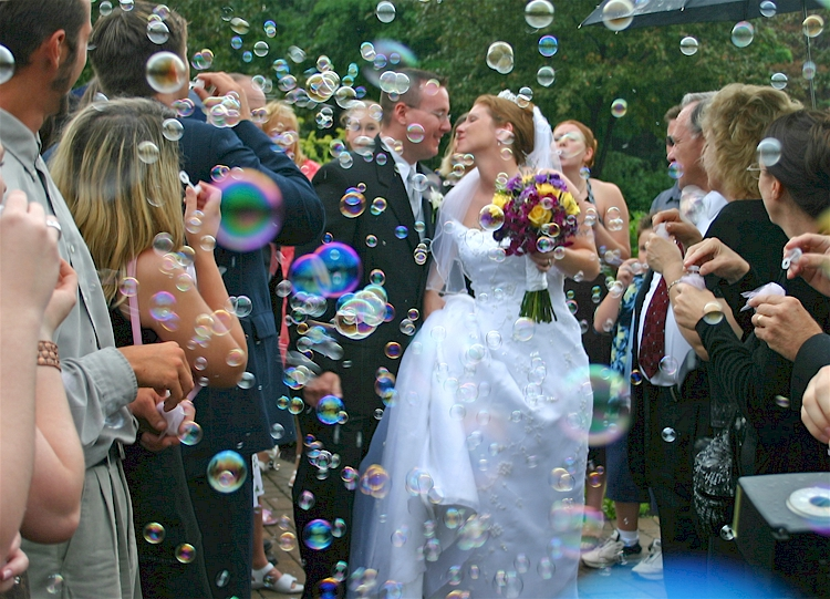 Using Bubbles In A Wedding Ceremony